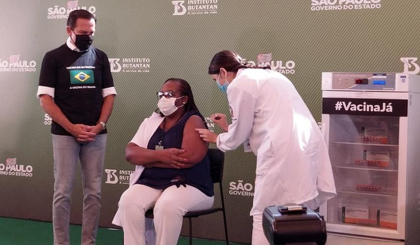 Câmara Biotecno armazena primeira dose da Coronavac aplicada no Brasil